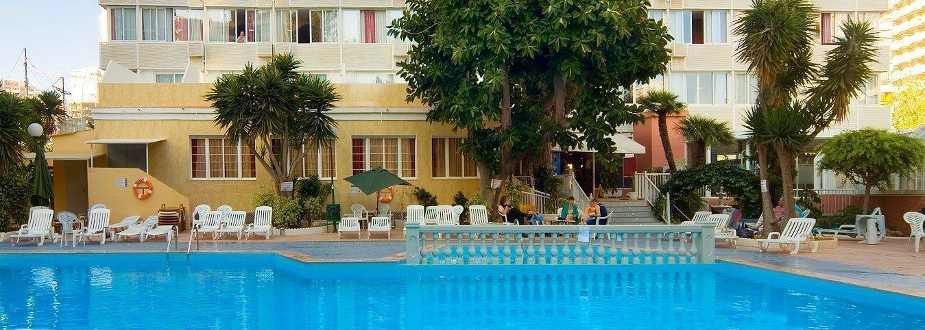 Fachada y piscina Hotel Magic Villa Benidorm